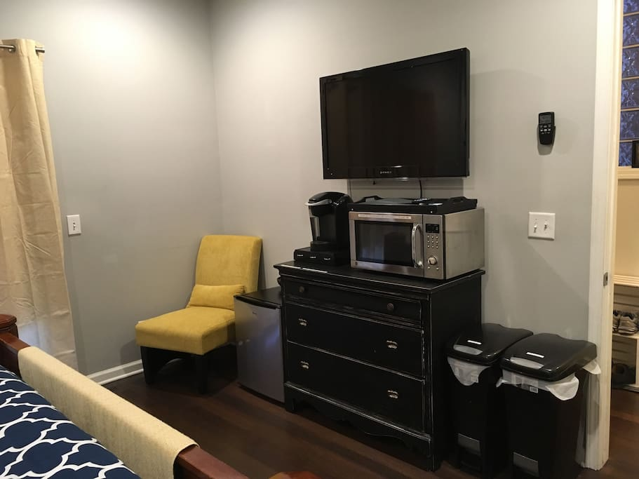 TV with Netflix access, mini fridge, microwave, Keurig.  Coffee, teas, travel mugs, paper plates, plastic silverware all available for your convenience.
