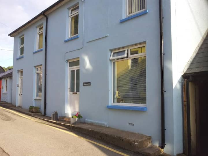 Manorafon Isaf - Seaside Apartment in Llangrannog
