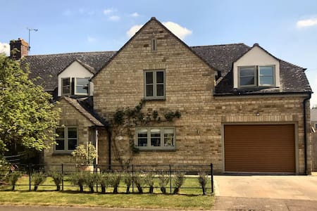 Cotswolds Country House, Kingham. Spacious, max 8