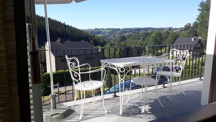 Jolie villa avec jardin et terrasse à  Malmedy