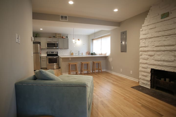 Remodeled Studio Apartment in Hip Dundee Area