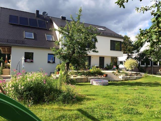 Zentral und grün - 300qm Wohlfühlen - Bayreuth - Rumah