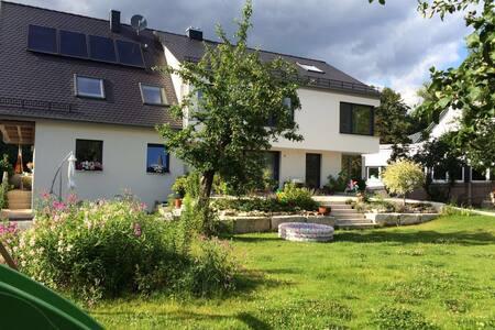 Zentral und grün - 300qm Wohlfühlen - Bayreuth - Hus