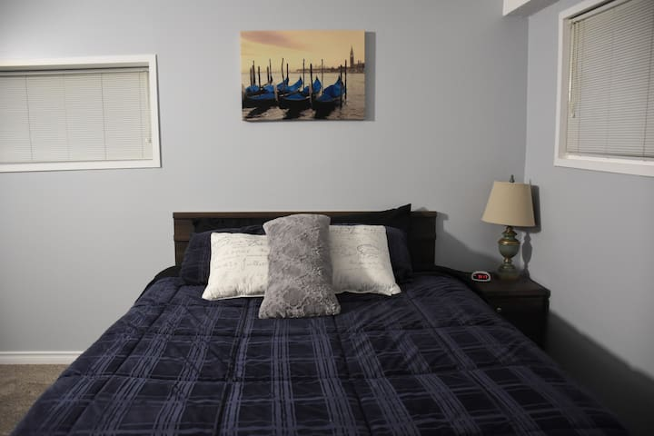 Spacious, Queen Bed, Private Suite - North Vancouver - House