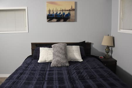 Spacious, Queen Bed, Private Area - North Vancouver