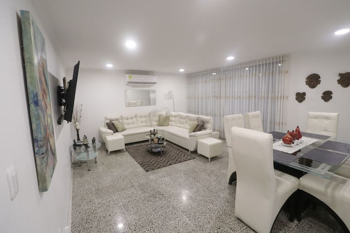 La Casa de Shaw - Professionally Cleaned/Sanitized