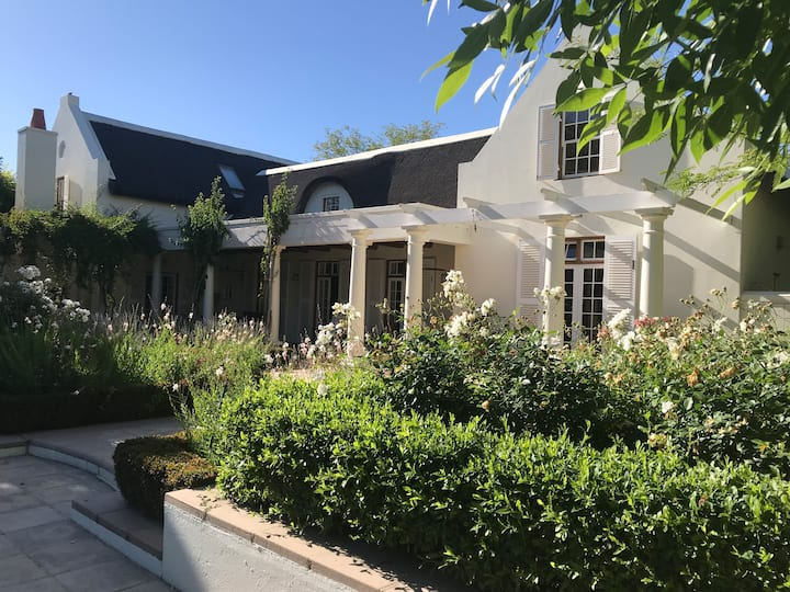Shades of Africa Guesthouse - Winelands