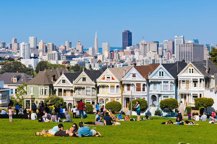 A few blocks away.. Painted Ladies and Alamo Square Park