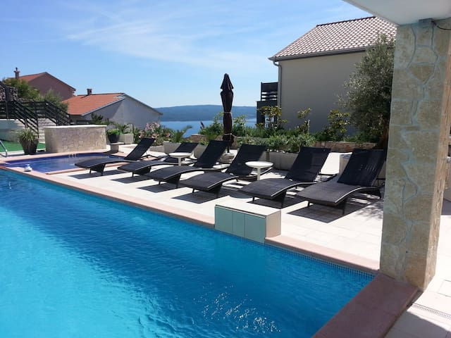 Villa Kalmar with Sea-view - Crikvenica - วิลล่า