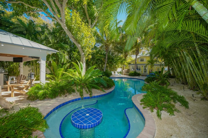 Lovely Historic Beach Cottage w/Pvt. Pool Oasis!