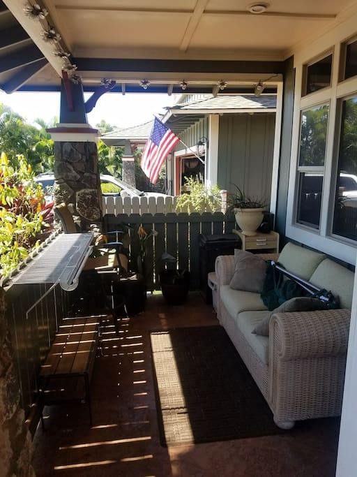 Secluded and shaded lanai (patio) to enjoy the Tropical trade winds