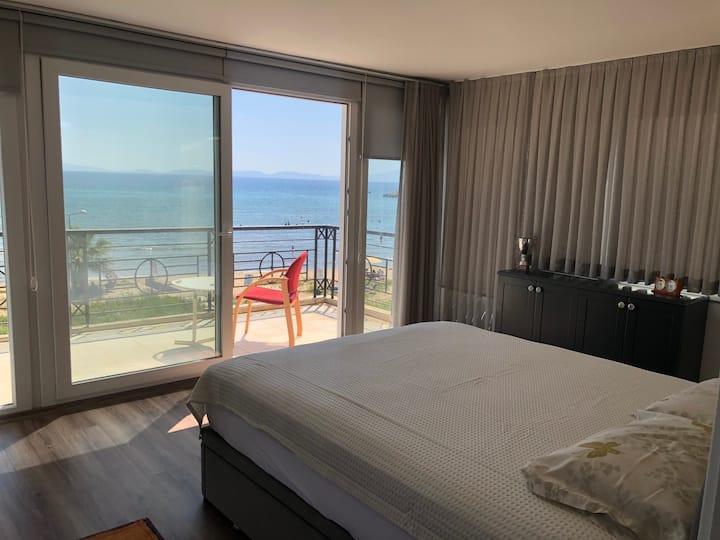 Denize sıfır villada keyifli oda