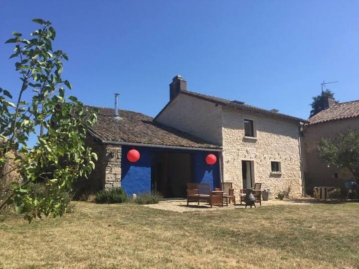 Jolie maison ancienne , nouvellement restaurée
