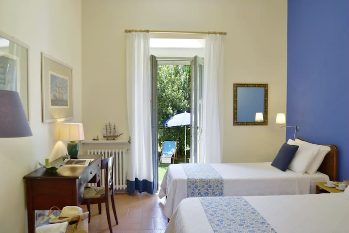 Twin suite with access to private garden