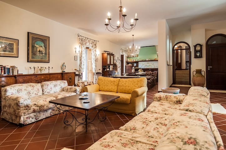 Villa immersa nel verde privato - Sessa Aurunca - Villa