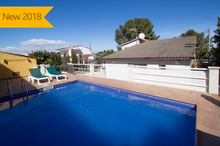 Catalunya Casas: Angelic villa in Bellvei for 9 guests, only 3km from the beaches of Costa Dorada!