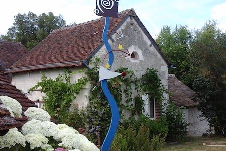 Hote-Sainte Marie - Fougeres sur Bievre