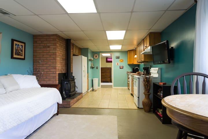 1 Bed 1 Bath Apt and full kitchen-Rockingham Co.