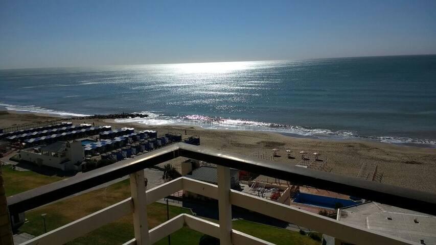 Frente al mar, a 3 cuadras del centro. Piso 7