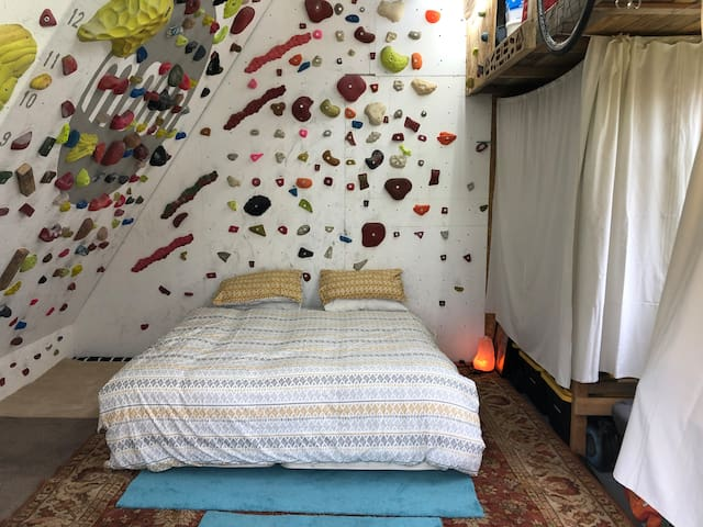 Climb into bed! - Shed