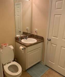 Cozy Private Room/Bathroom in Great Area!