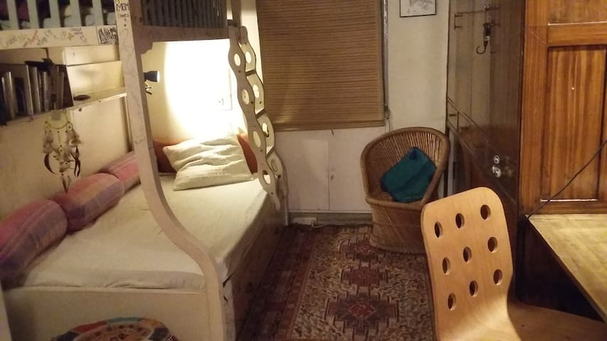One room with shared bathroom - Women only - New Delhi - Apartment