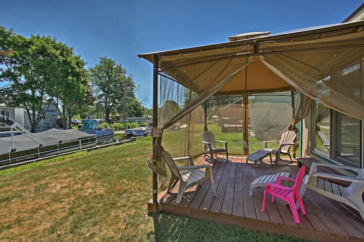NEW! Canalfront Houghton Lake Cottage w/Fire Pit