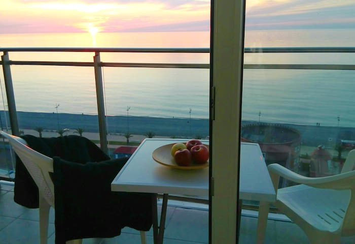 SEAVIEW & SUNSET: 2-room apartment!