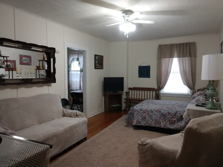 Nice clean apartment in heart of Spencer, WV.