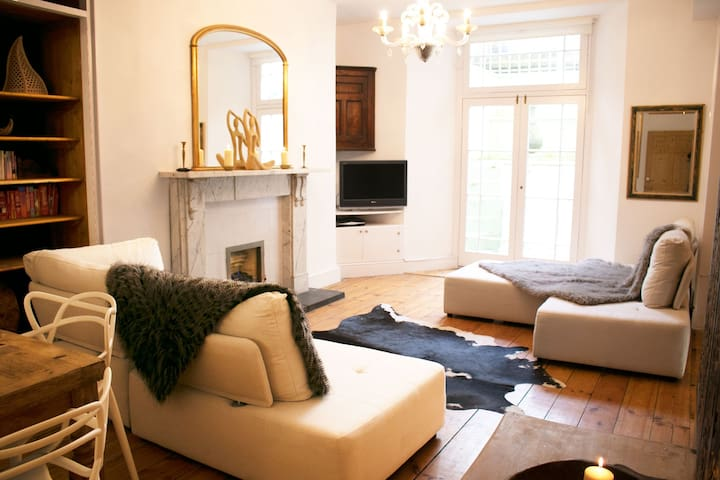 New! Charming centre of Clifton Village 2 Bd/2 Bth