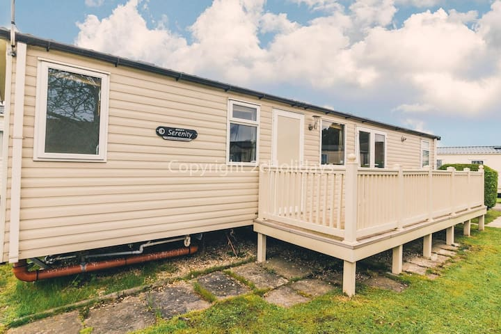 Luxury 8 berth caravan to hire at Sunnydale holiday park in Lincs  ref 35211KD