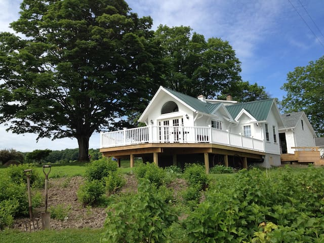 MALLARD COTTAGE, FOR THE TWO OF YOU AND YOUR PET! - Newfield - Cabaña
