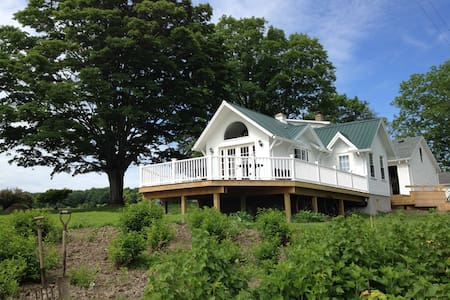 MALLARD COTTAGE, FOR THE TWO OF YOU AND YOUR PET! - Newfield - Cabin