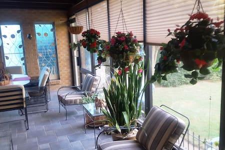 Spacious Room in a Beautiful home near Fairgrounds - Tulsa