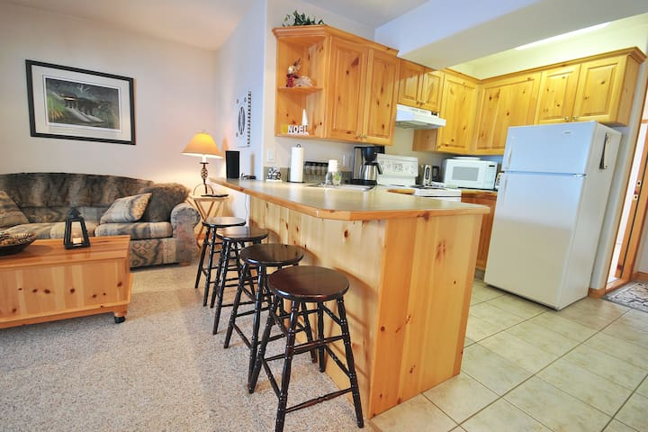 Snow Creek 17: Cute 1 BD with perfect Ski-In/Out
