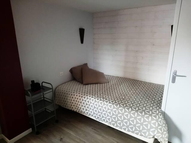 Chambre lit double  proche du Puy Du Fou
