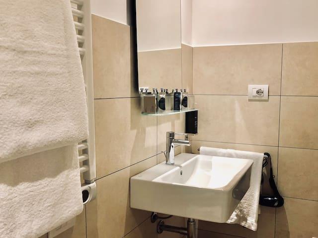 Particolare bagno e asciugamani