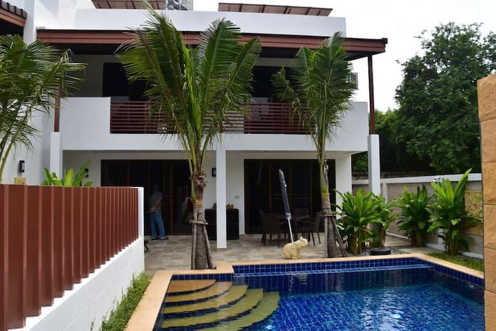 The Beach House 3br with Private Pool
