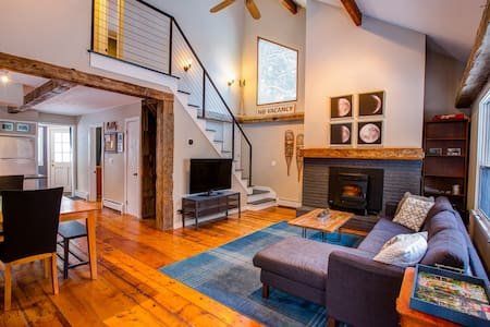 Post and beam cozy Stowe chalet