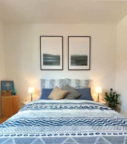 Guest room - The bed has a size of 140x200 and therefore is perfectly suitable for 2 persons. The mattress and its protector will provide an enjoyable and relaxing stay.