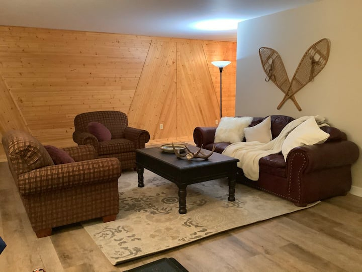 Cozy 3 Bdrm Home Minutes from Golden