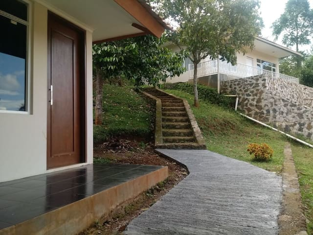 De Lansia Home stay & Farming (Senior living)