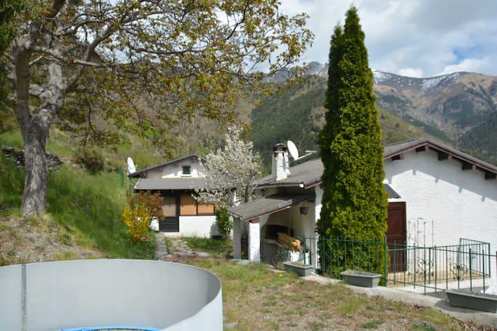 Maisonnette au coeur du mercantour - La Brigue - House