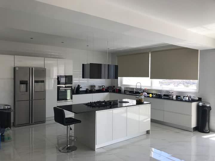 Ghanjsielem Penthouse  Private bedroom & en-suite