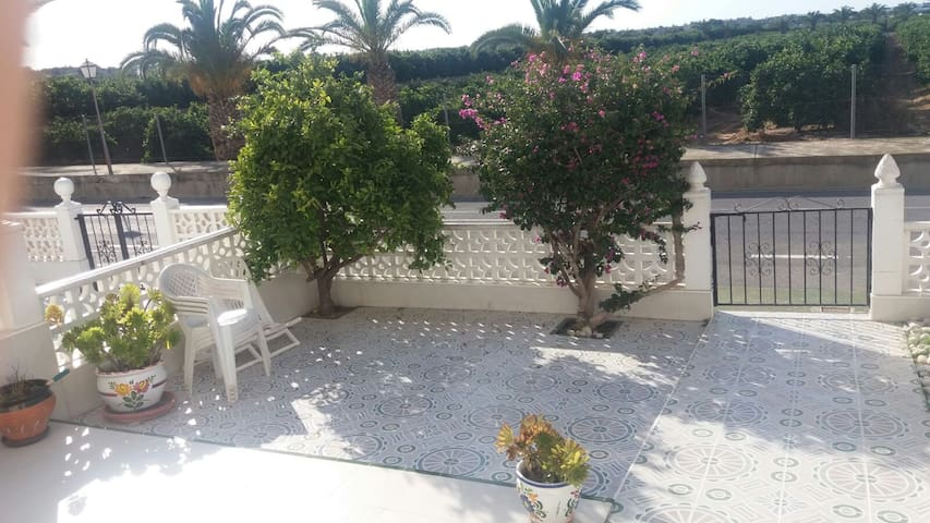 Bright one-bedroom apartment in street-level! - Torrevieja - Stadswoning