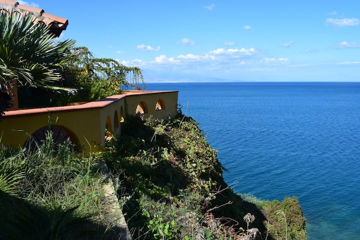 Saracena View beach house with a beautiful terrace