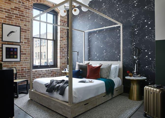 Domio Baronne St. | Stylish Two Bedroom Suite | Pool + Gym