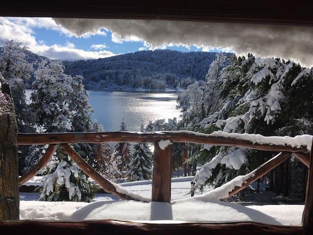 Cabaña sobre el lago Nahuel Huapi c/ acceso direto