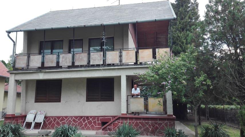 Balatonakarattya - Otthon kilátással