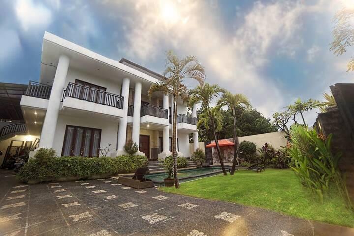 4 Bedroom Villa With Pool Jimbaran South Kuta
